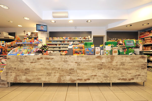 Arredamento tabaccheria ricevitoria brescia cartolerie for Arredamento per cartoleria